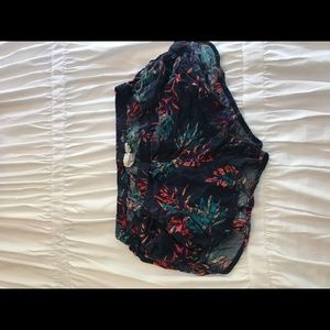 ROXY beachy shorts